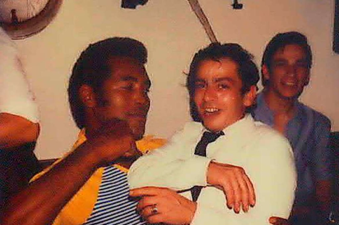 Salvatore Scimone mit einem anderen Bo...hn wirkt der Italiener wie ein Hobbit.  | Foto: Privat