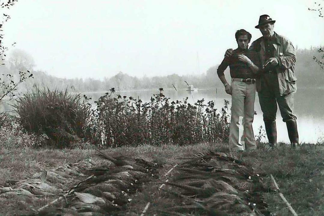 Mit Max Schmeling am Burdasee neben einer Strecke erlegter Fasane.  | Foto: Privat
