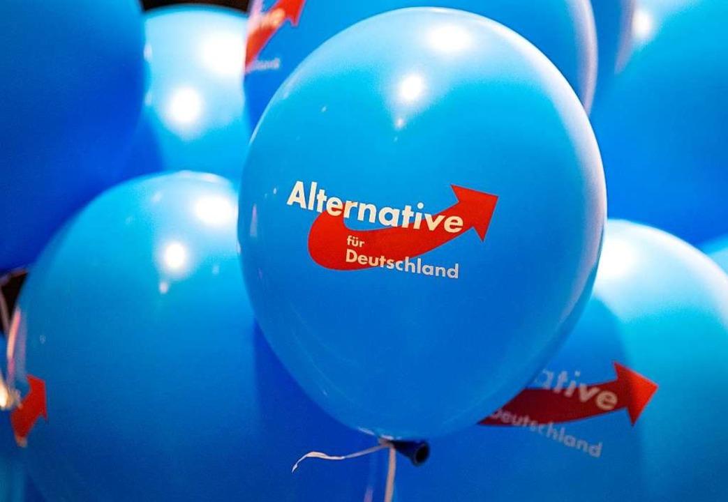 Ihre hellblauen Luftballons wirken har...ufen Verfassungsschützer auf den Plan.  | Foto: Monika Skolimowska