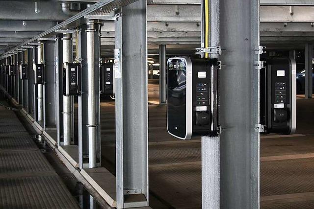 Im Sick-Parkhaus können jetzt 100 E-Autos ans Netz