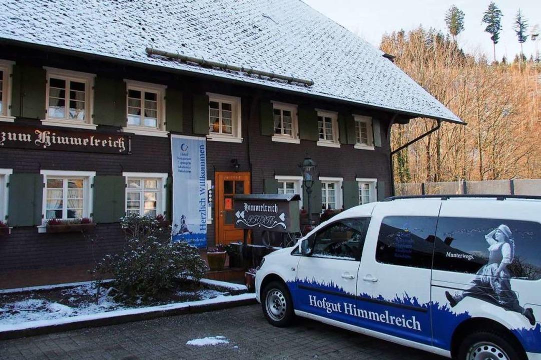Das Hofgut Himmelreich hat einen neuen...8211; und wird gerade innen renoviert.  | Foto: Markus Donner