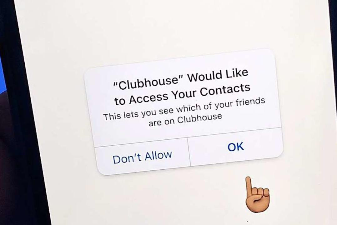 Wer Einladungen verschicken will, muss... Zugriff auf das Telefonbuch erlauben.  | Foto: Christoph Dernbach (dpa)