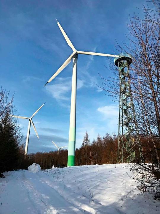 Die drei Windräder am Aussichtsturm am...t ein neuer Windpark mit drei Anlagen.  | Foto: Ettenheimer Bürgerenergie