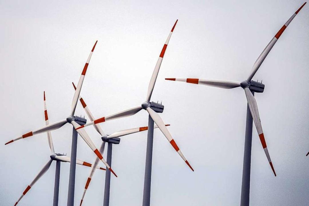 Alte Windräder werden durch neue Anlagen ersetzt.  | Foto: Federico Gambarini (dpa)