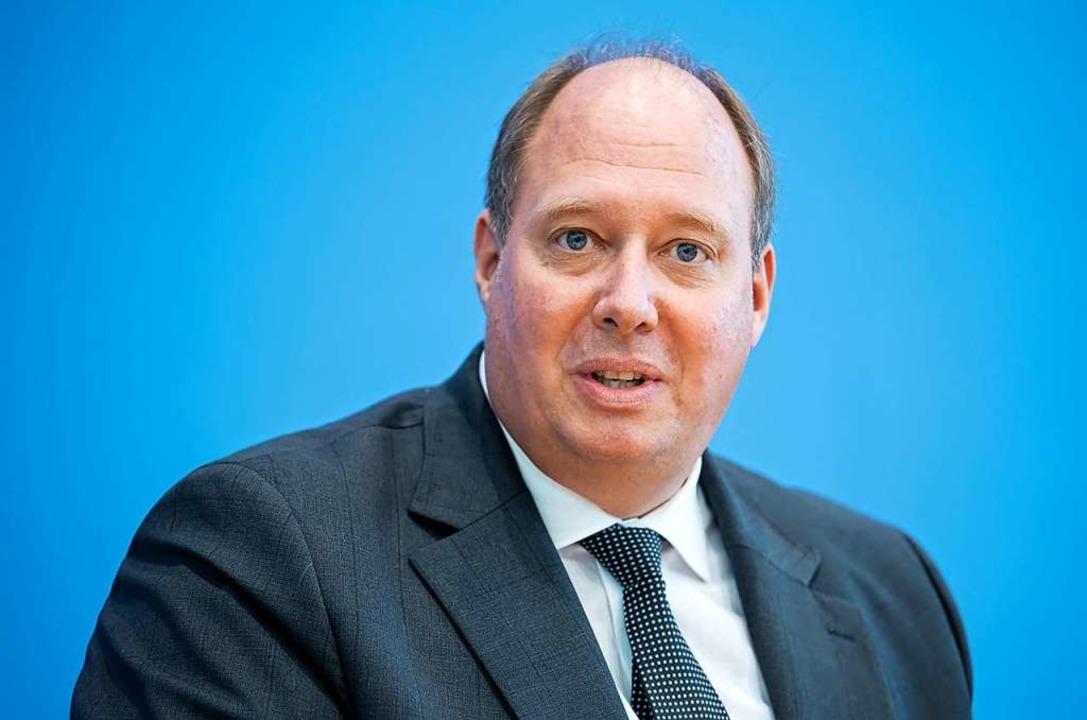 Kanzleramtsminister Helge Braun (CDU) ...eitweise Lockerung der Schuldenbremse.  | Foto: Bernd von Jutrczenka (dpa)
