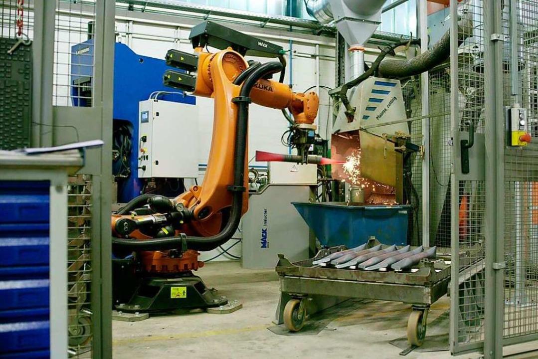 Kollege Roboter hilft bei der Formung verwinkelter Schienen.  | Foto: Mack Rides