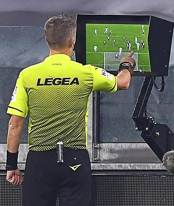 Können die Schiedsrichter im Bezirk ab... Entscheidungen am Monitor überprüfen?  | Foto: Fabio Ferrari