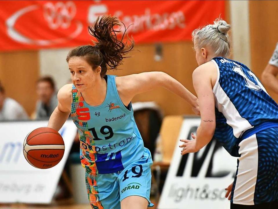 Co-Kapitänin Sara Kranzhöfer (links) s...rekten Vergleich für sich entschieden.  | Foto: Achim Keller