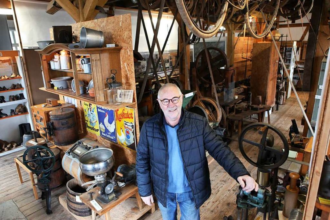 Vereinschef Lucien Mutzig im Erdgescho... eine Vielzahl von Maschinen antreibt.  | Foto: Bastian Bernhardt