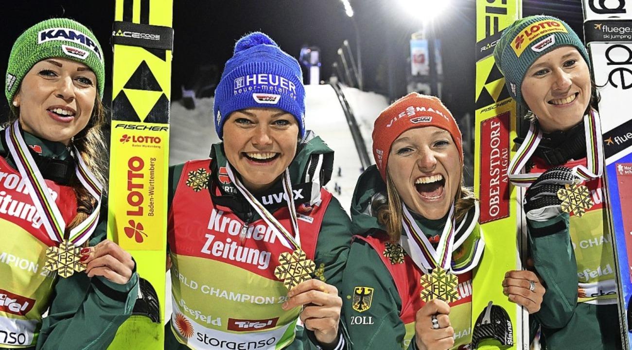 Tag des Triumphs: Juliane Seyfarth (vo...ld die Goldmedaille im Teamspringen.    | Foto: Hendrik Schmidt
