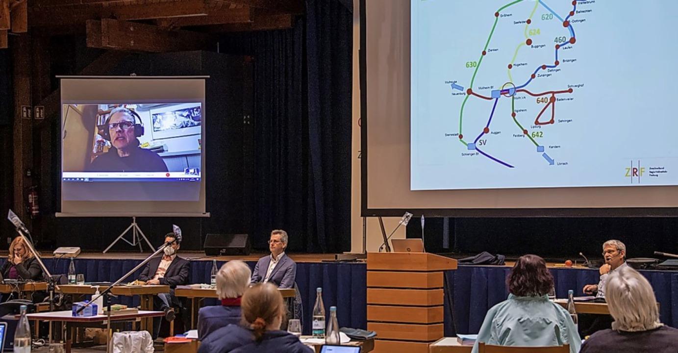 Per Live-Schalte hat Thomas Wisser vom...em Müllheimer Gemeinderat diskutiert.   | Foto: Volker Münch