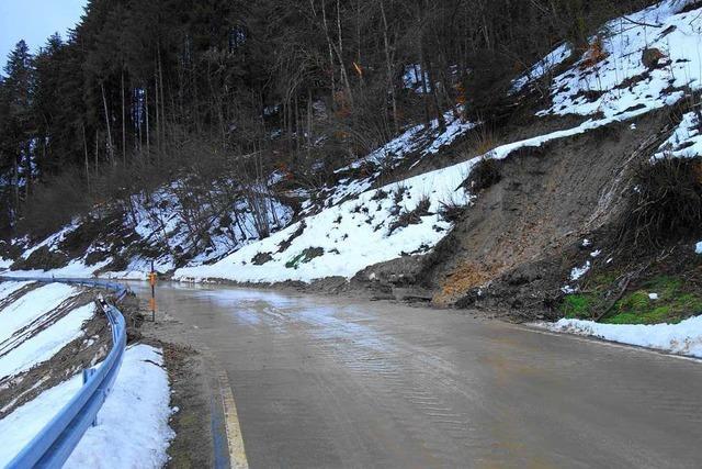Erdrutsch auf der L 140 zwischen Tegernau und Wies