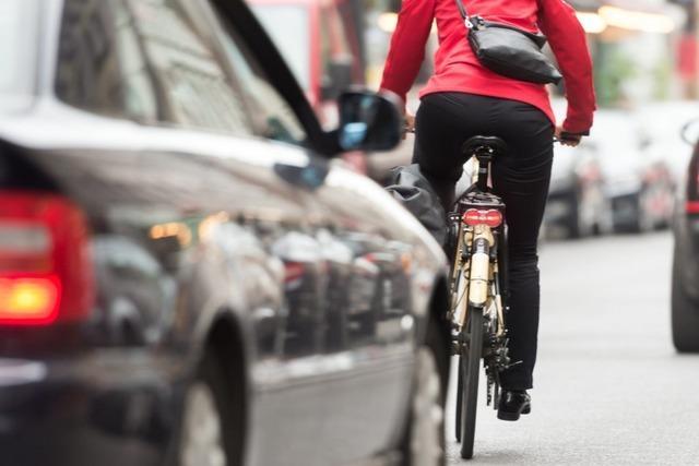 Autofahrer fährt in Schopfheim einen Fahrradfahrer um