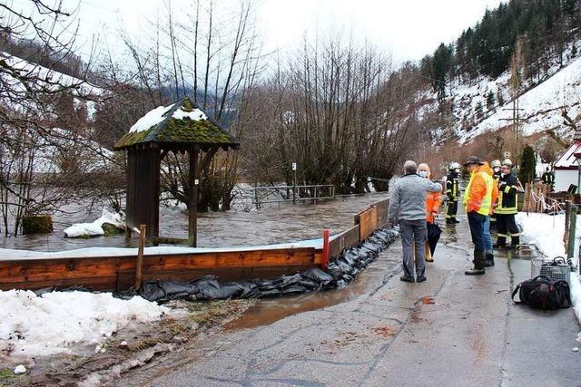 Regen und Tauwetter lösen Hochwasser aus – Flut und Erdrutsche im Kreis Lörrach