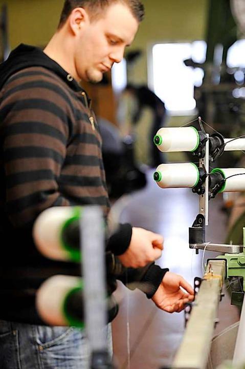 Ein Mitarbeiter in der Spinnerei  | Foto: Gatex