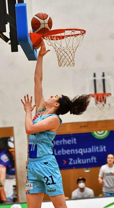 Reboundstark und mit 50-prozentiger Trefferquote: Emilly Kapitza  | Foto: Achim Keller
