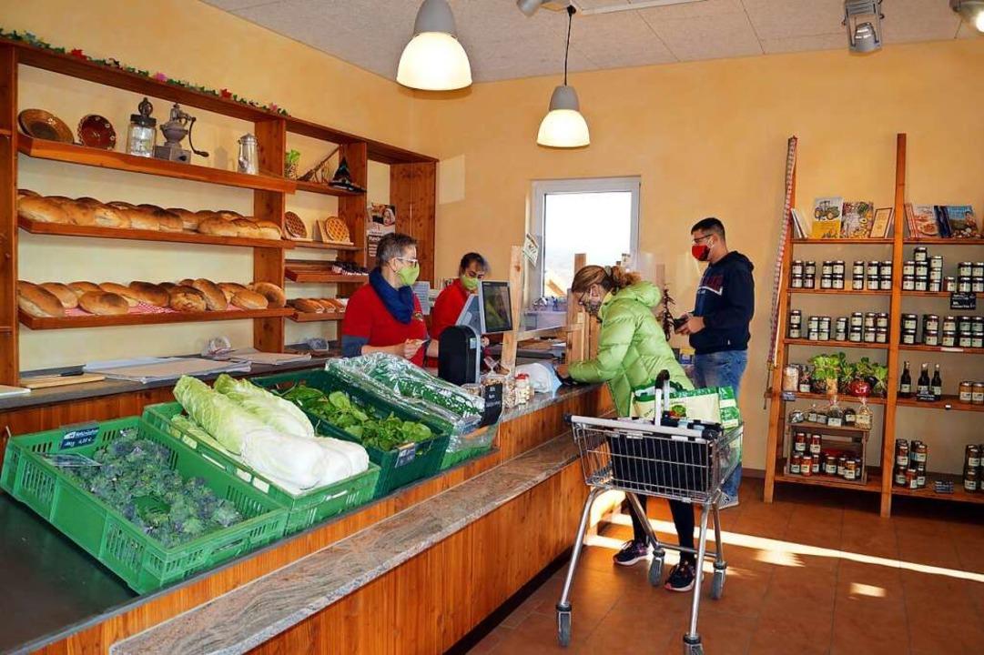 Der Egringer Hofladen von Familie Schopferer wird in diesen Tagen gut besucht.  | Foto: Silke Hartenstein
