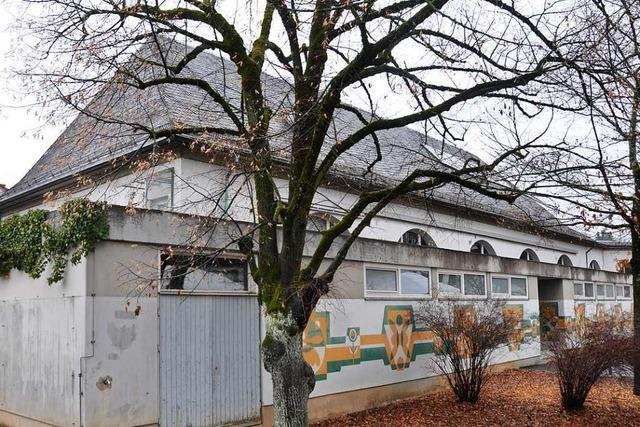 Mit dem Abbruch der Halle beginnt die Sanierung der Fridolinschule in Lörrach