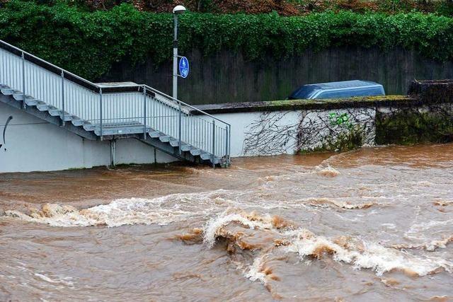 Wer im Hochwasser den Nervenkitzel sucht, riskiert sein Leben