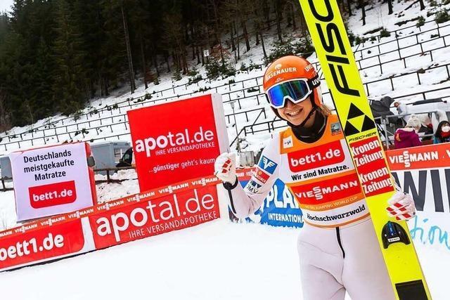 Marita Kramer fliegt beim Doppel-Weltcup in Titisee-Neustadt allen davon