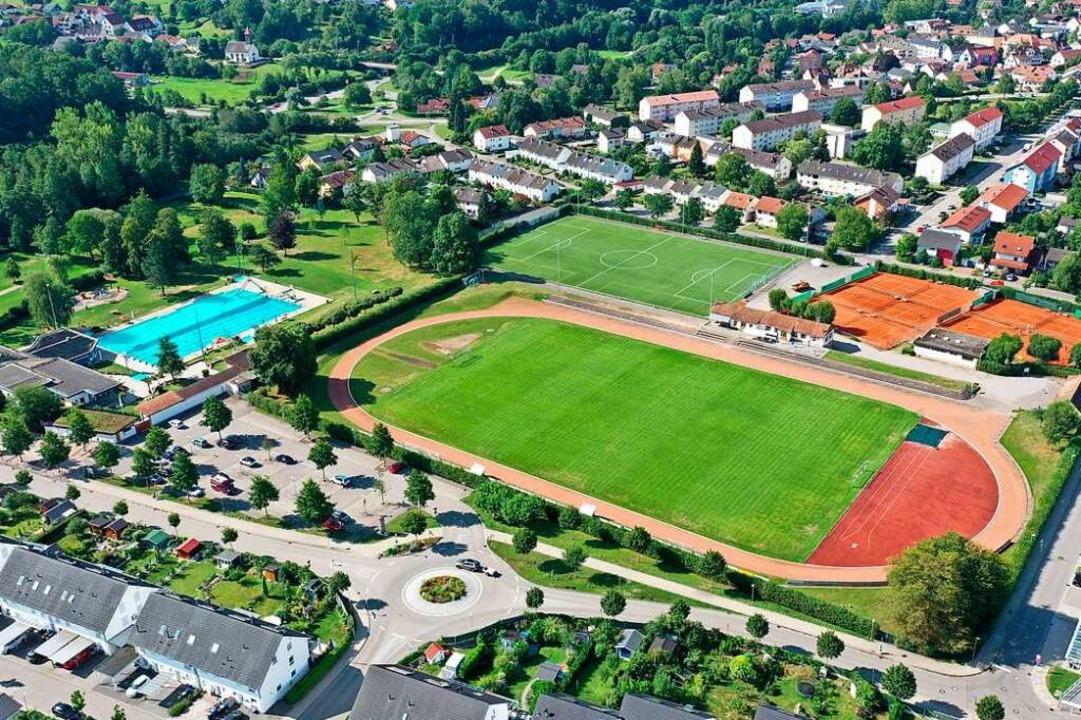 Die Sportanlagen im Oberfeld im Sommer...hlattholz (unterer Bildrand) befindet.  | Foto: Martin Klabund