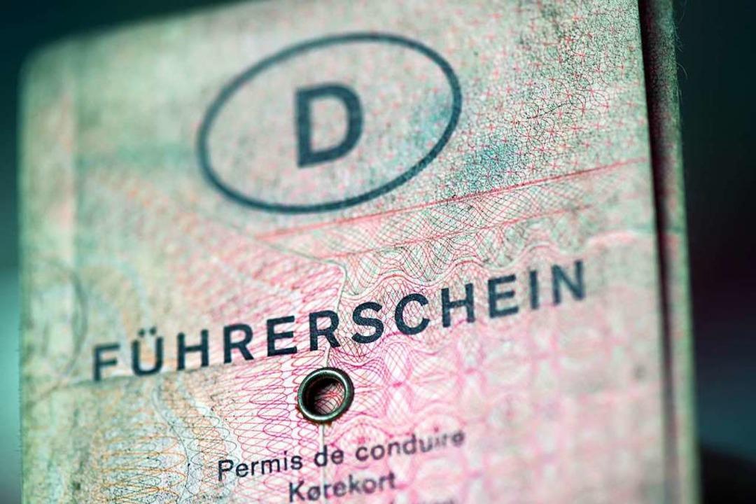Der Führerschein, den ein 24-Jähriger ... vorzeigte, war gefälscht. Symbolbild.    Foto: Federico Gambarini