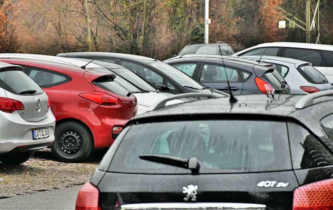 Parkplätze sind vielerorts knapp und b...hre Parkraumbewirtschaftung abstimmen.  | Foto: Barbara Ruda