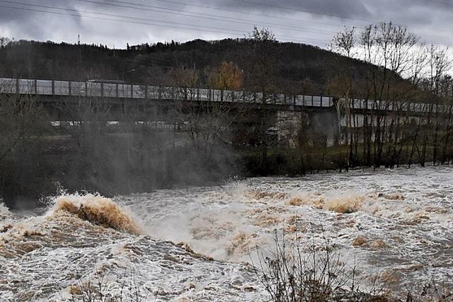 Zahlreiche Wassereinsätze rund um die Wiese