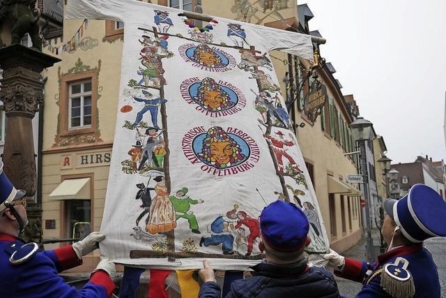 Narren zeigen Flagge