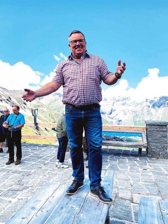 Bustouristiker Manfred Schoor vereinbart für über 80-Jährige Impftermine.  | Foto: privat