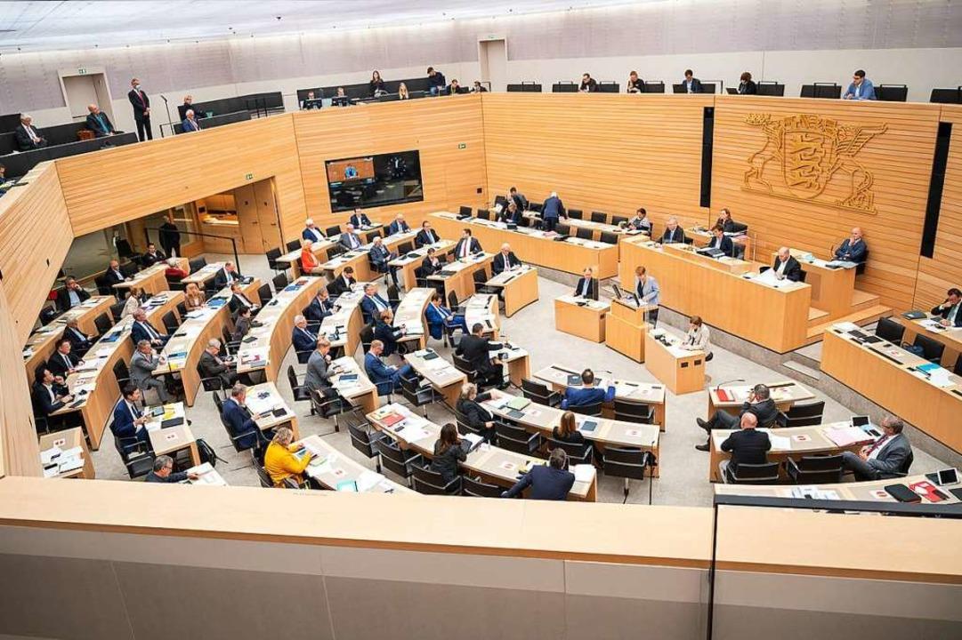Der Landtag in Stuttgart: Baden-Württe...d Sachsen-Anhalt liegen noch dahinter.  | Foto: Sebastian Gollnow (dpa)