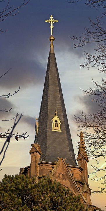 Der Turm der evangelischen Stadtkirche in Schopfheim.   | Foto: Paul Eischet