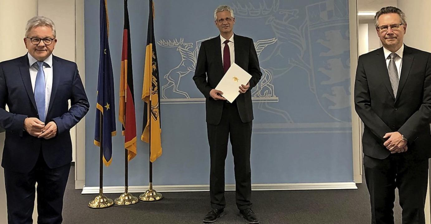 Übergabe der Ernennungsurkunde (v. l.)...r Riedel, Präsident des OLG Karlsruhe.  | Foto: Landgericht Offenburg