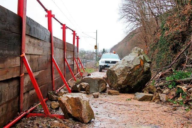 Erneut stürzen am Höllenberg bei Staufen Felsen herab