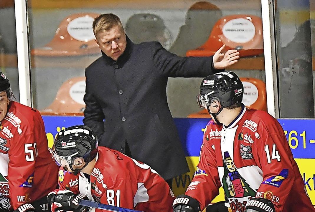 Für Trainer Peter Russell ist Kapitän ...Bank ein aufmerksamer Ansprechpartner.  | Foto: Achim Keller