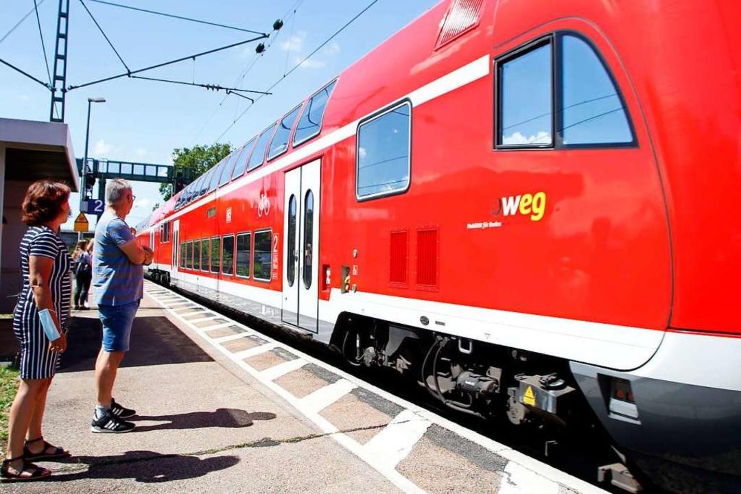 Harald Wendle kämpft dafür, dass die B...r öfter am Friesenheimer Bahnhof hält.  | Foto: Heidi Fößel