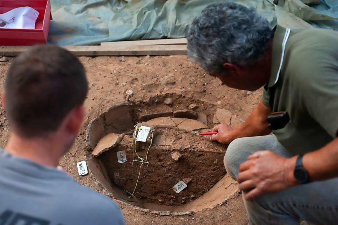 Dieses Vorratsgefäß war ursprünglich  ...war, lässt sich die Siedlung datieren.    Foto: Adrian Jost