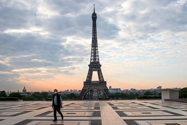 Herausgeputzt: Der Eiffelturm in Paris erhält goldenen Anstrich