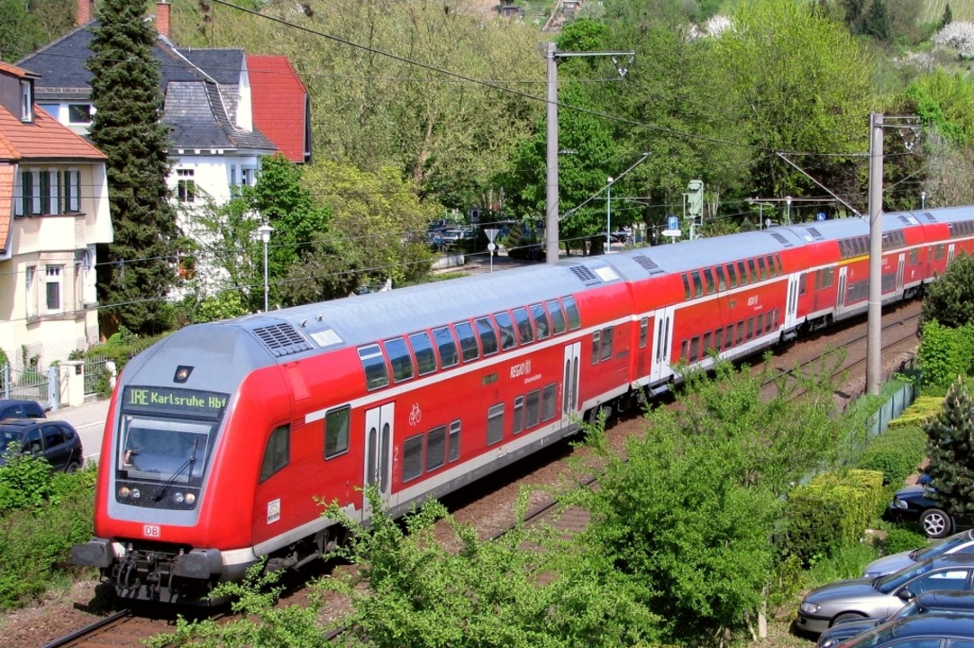 Rote Doppelstockzüge, wie hier auf der...ch zwischen Basel und Friedrichshafen.  | Foto: Frank-D. Passlick
