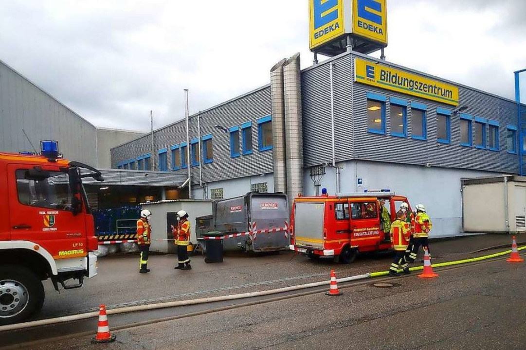 Zu einem Feuerwehreinsatz kam es beim Einkaufscenter in Gundelfingen.  | Foto: Andrea Steinhart