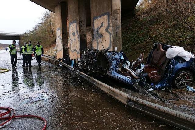 Auto rast in Brückenpfeiler – vier Menschen sterben bei Mulhouse
