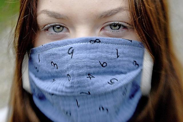Maskerade mit Mund-Nasen-Schutz
