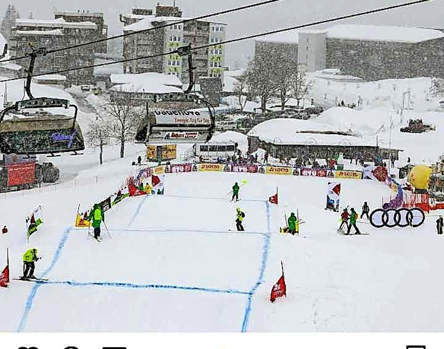 Jede Menge hochmotivierter Helfer, abe...Skicross-Weltcup-Rennläufer am Seebuck    Foto: BZ