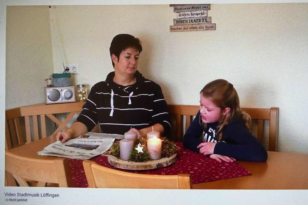 Claudia Oschwald und ihre Tochter Amel...Querflöte in der Stadtmusik Löffingen.  | Foto: Peter Stellmach