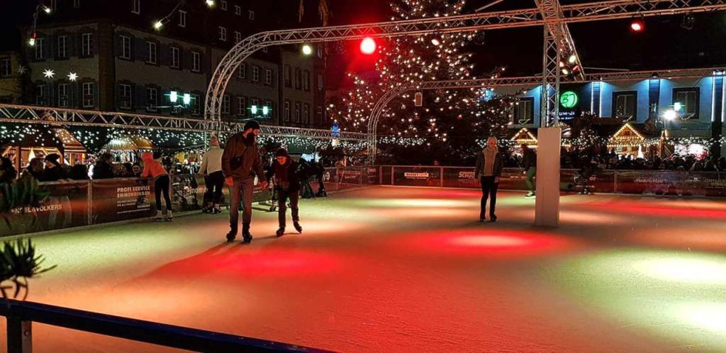 Die Eisbahn soll in der Winterzeit wie...ger Innenstadt locken (Bild von 2019).  | Foto: Gerhard Walser