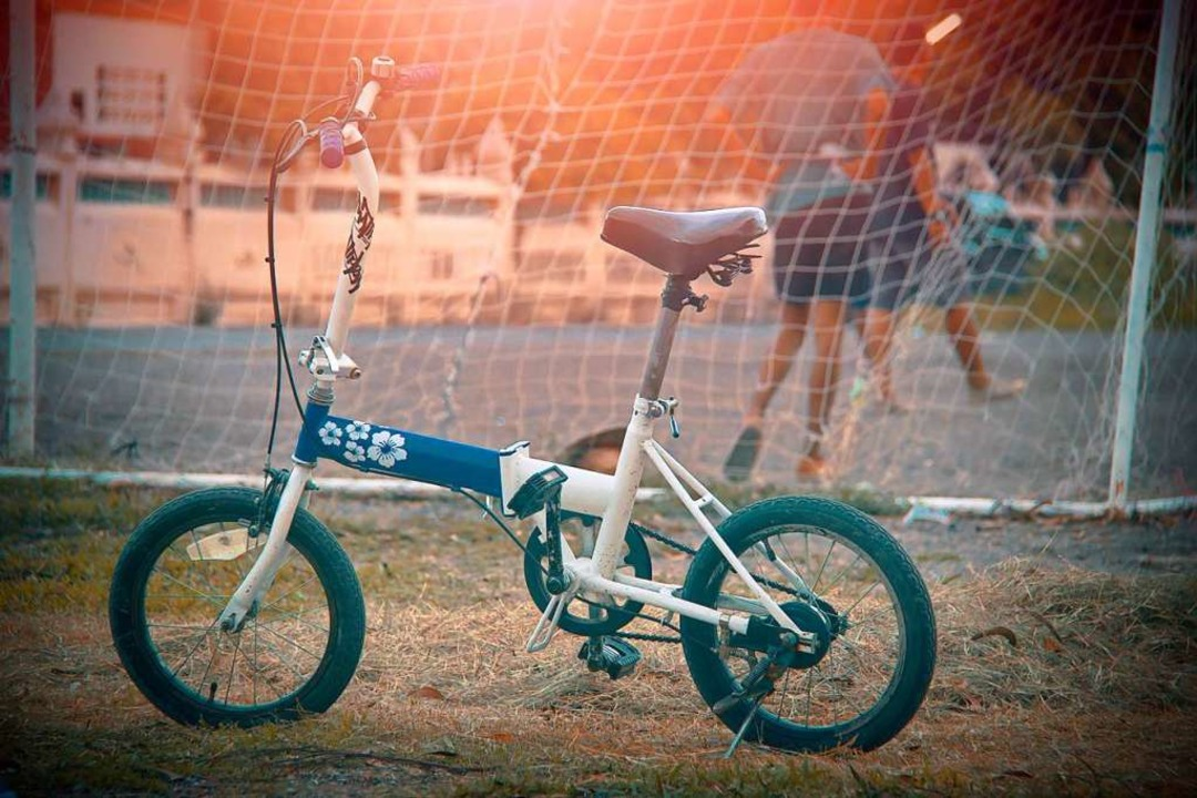 Horror aller Eltern: Eines der Kinder ... Rückweg vom Fußballtraining entführt.  | Foto: kayasit  (stock.adobe.com)