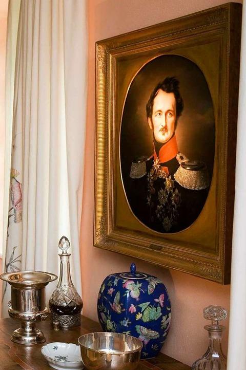 Ein Gemälde auf Schloss Branitz zeigt ...nn Ludwig Heinrich von Pückler-Muskau.  | Foto: imago stock&people via www.imago-images.de
