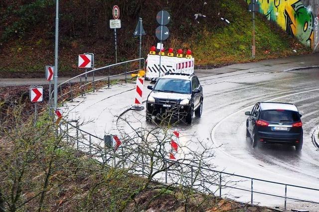 Der Radwegbau in Weil am Rhein ruht, die Umleitung ist unbeleuchtet