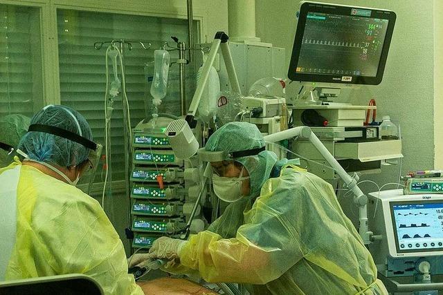 Wie Ärzte und Intensivpfleger um das Leben ihrer Covid-19-Patienten ringen