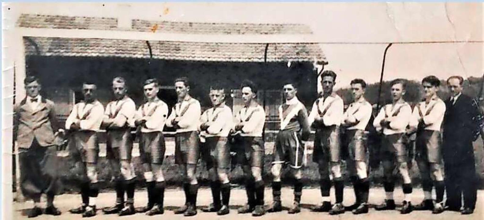 Die Mannschaft des Fußballvereins Hausen in den Dreißigerjahren.    Foto: Verein